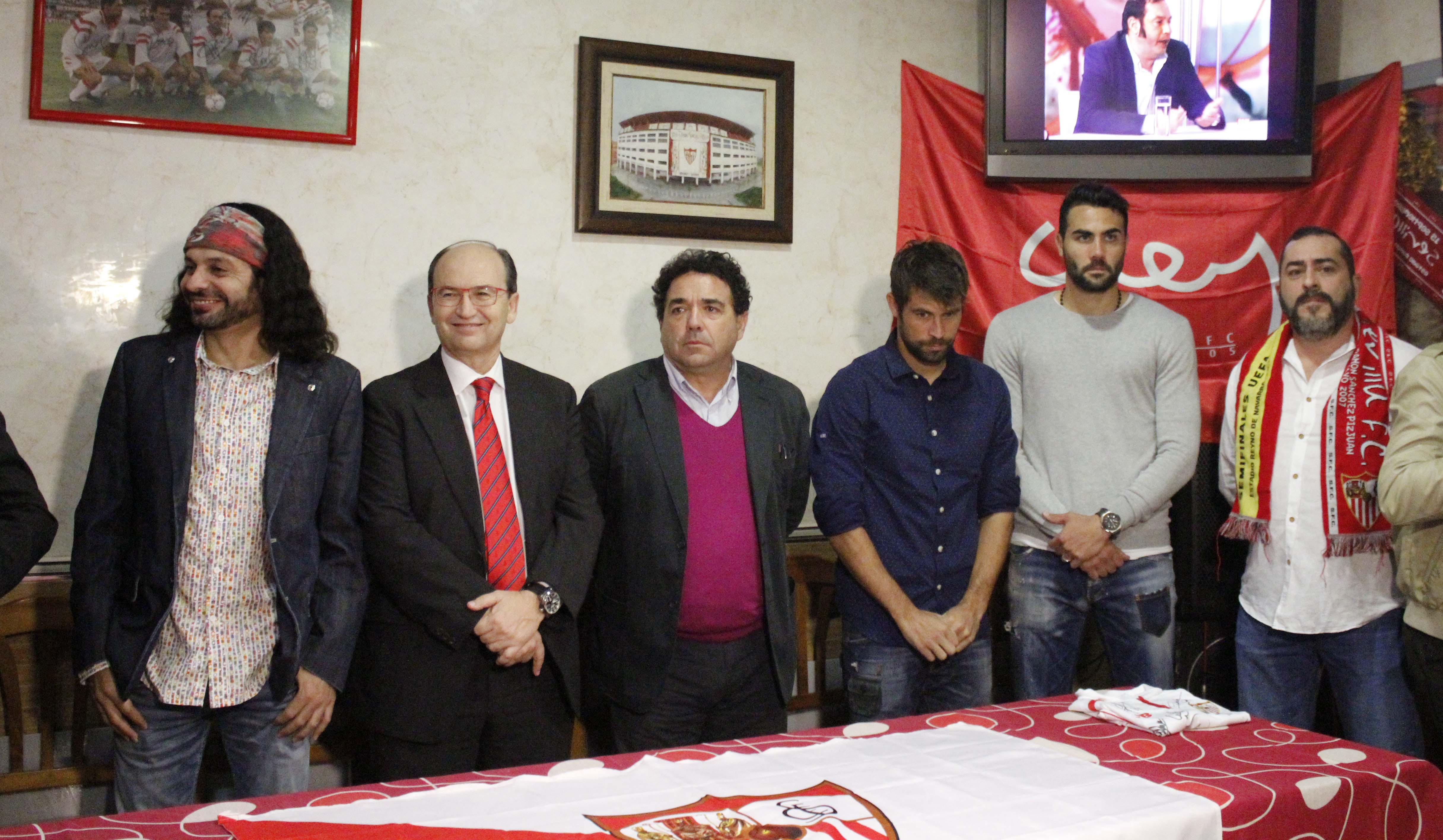 Inauguración Peña Sevillista El Arrebato, con el presidente José Castro, Iborra y Coke