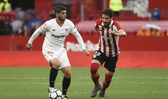Banega del Sevilla FC ante el Athletic Club