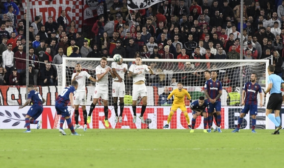 Sevilla FC's wall in the game against Levante UD