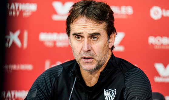 Julen Lopetegui in the press room ahead of FC Barcelona