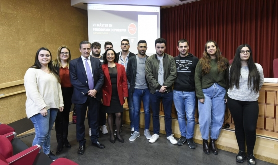 José María Cruz with students in the Faculty of Communication at the University of Sevilla
