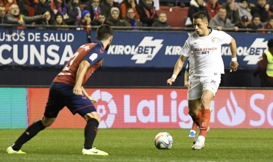 Chicharito in action in Pamplona