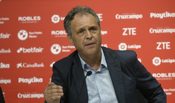 Caparrós during Gonalons' presentation
