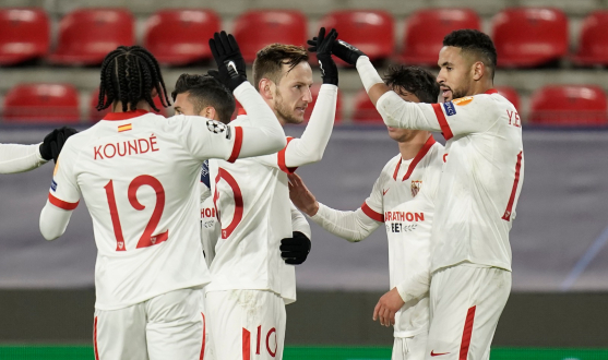 Sevilla FC celebrate a goal against Rennes