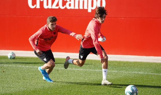Bryan and Pozo battle for the ball during training
