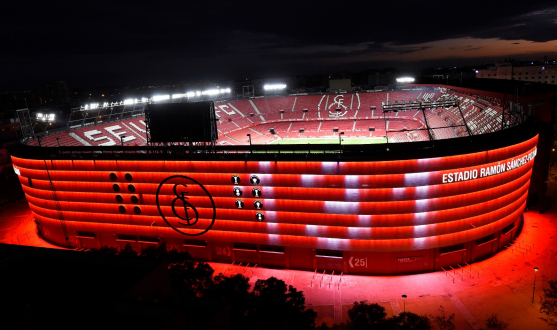 The Ramón Sánchez-Pizjuán lit up for Sevilla's 131st anniversary