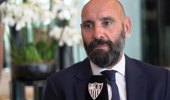 Monchi speaks to the media