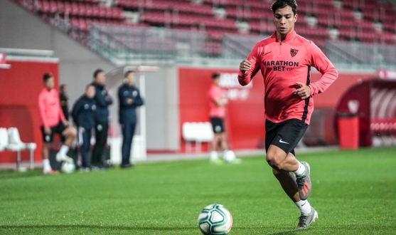 Óliver Torres in training with Sevilla FC