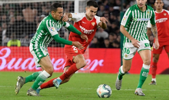 Reguilón battling for the ball against Real Betis