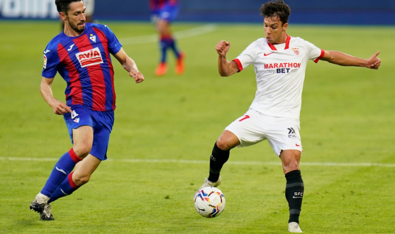 Óliver Torres of Sevilla FC against SD Eibar