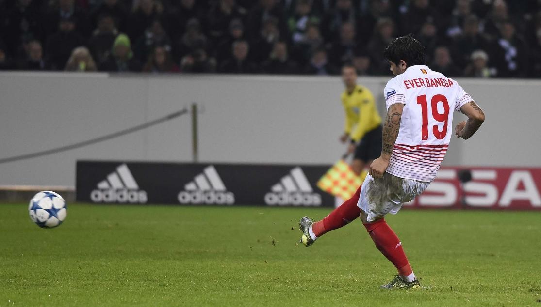 Banega, en un partido de Liga de Campeones con el Sevilla FC