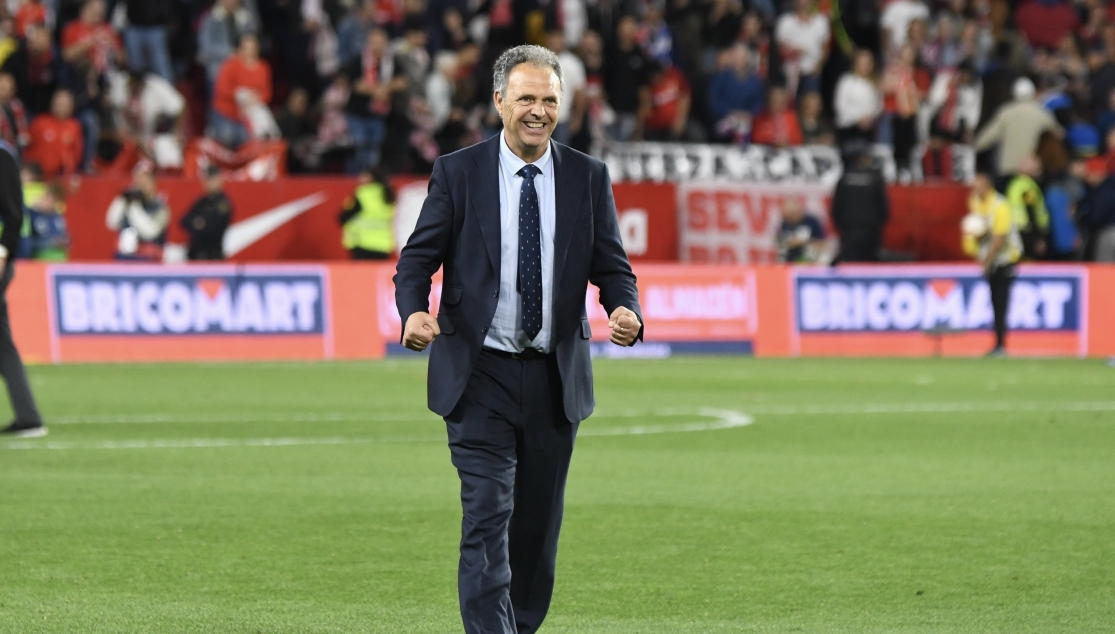 Joaquín Caparrós celebrates the win against Real Betis