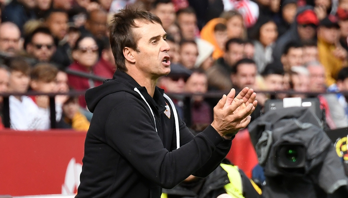 Lopetegui giving out instructions during the match against CD Leganés