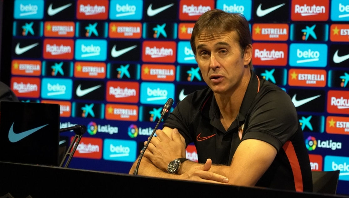 Julen Lopetegui speaks to the press after the defeat in the Camp Nou