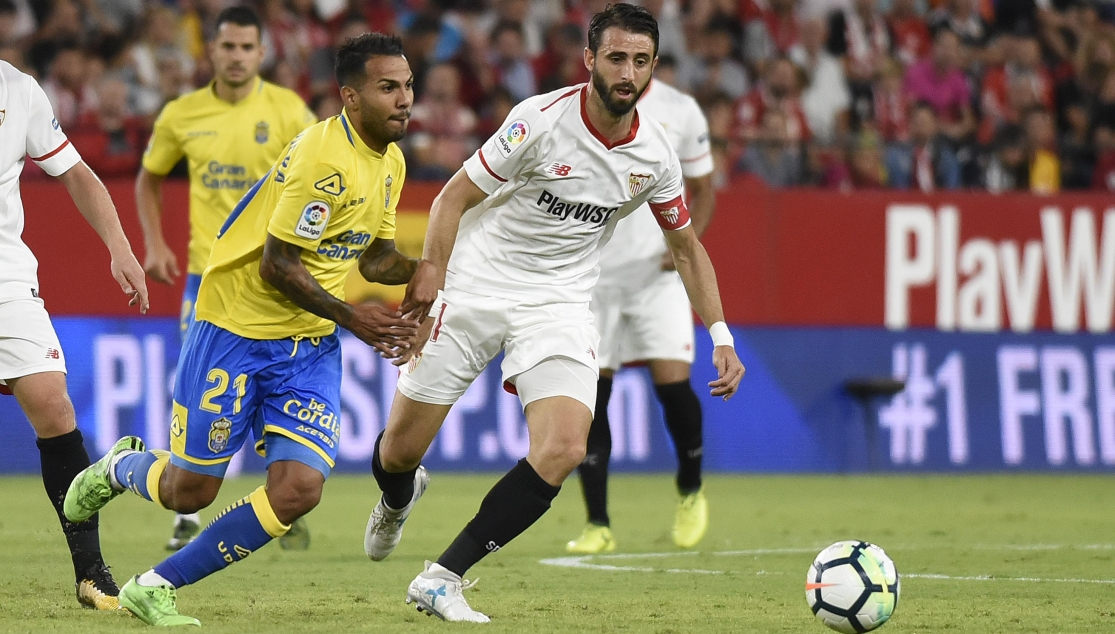 Nico Pareja en un partido con el Sevilla FC