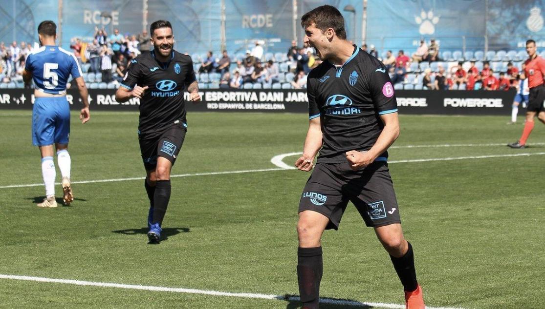 Pedro Ortiz celebra un gol con el Atlético Baleares.