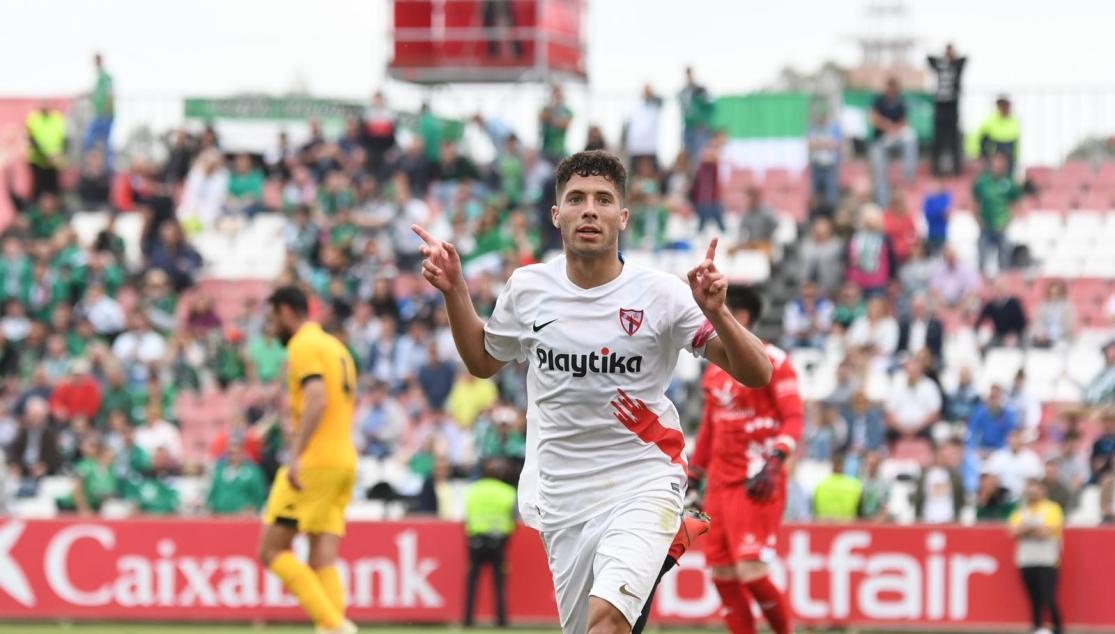 Mena celebra su gol ante el Murcia. (Foto: SFC).
