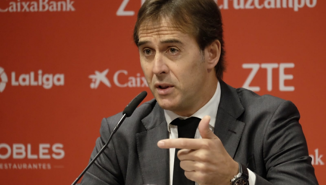 Lopetegui at his presentation as Sevilla FC manager