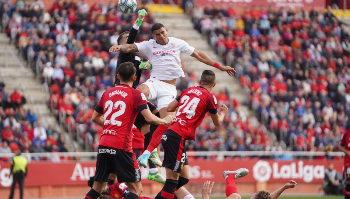 Diego Carlos scoring the first for Sevilla FC in Mallorca