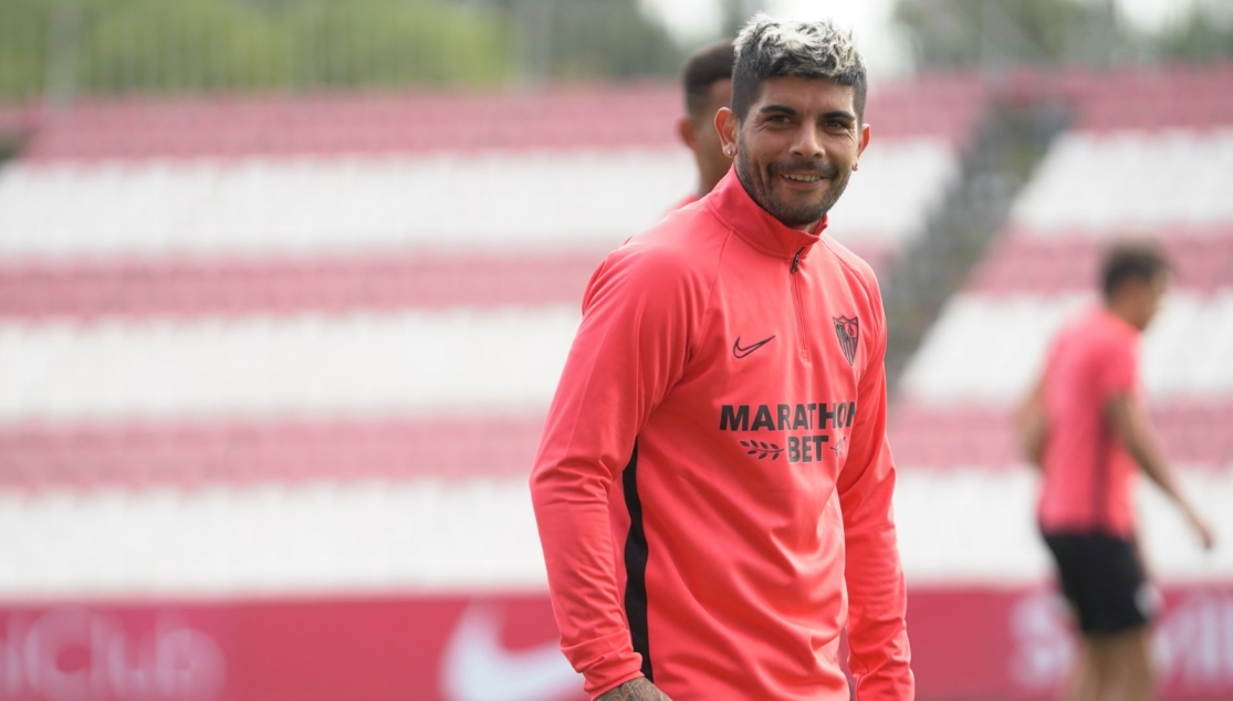 Banega in training