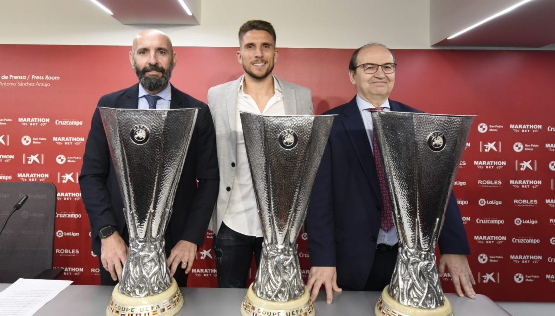 Carriço at his send-off alongside Monchi and José Castro