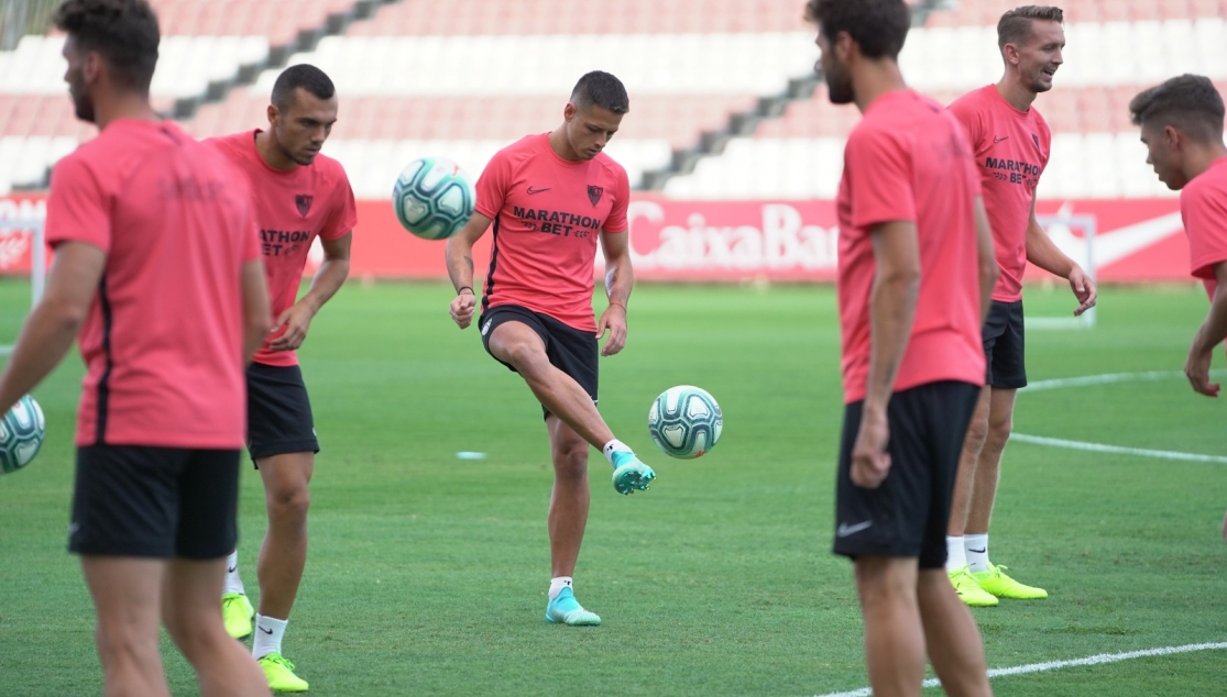 Chicharito's first training session with Sevilla FC