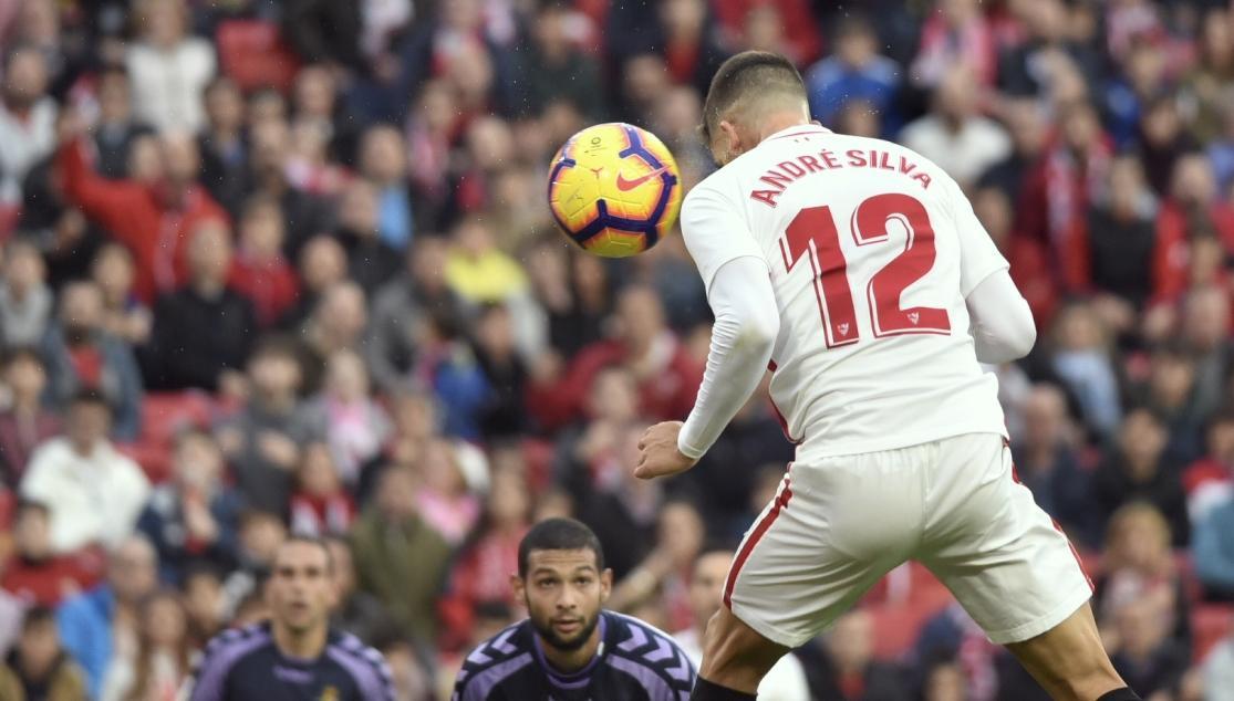 André Silva pica el balón y marca el gol de la victoria