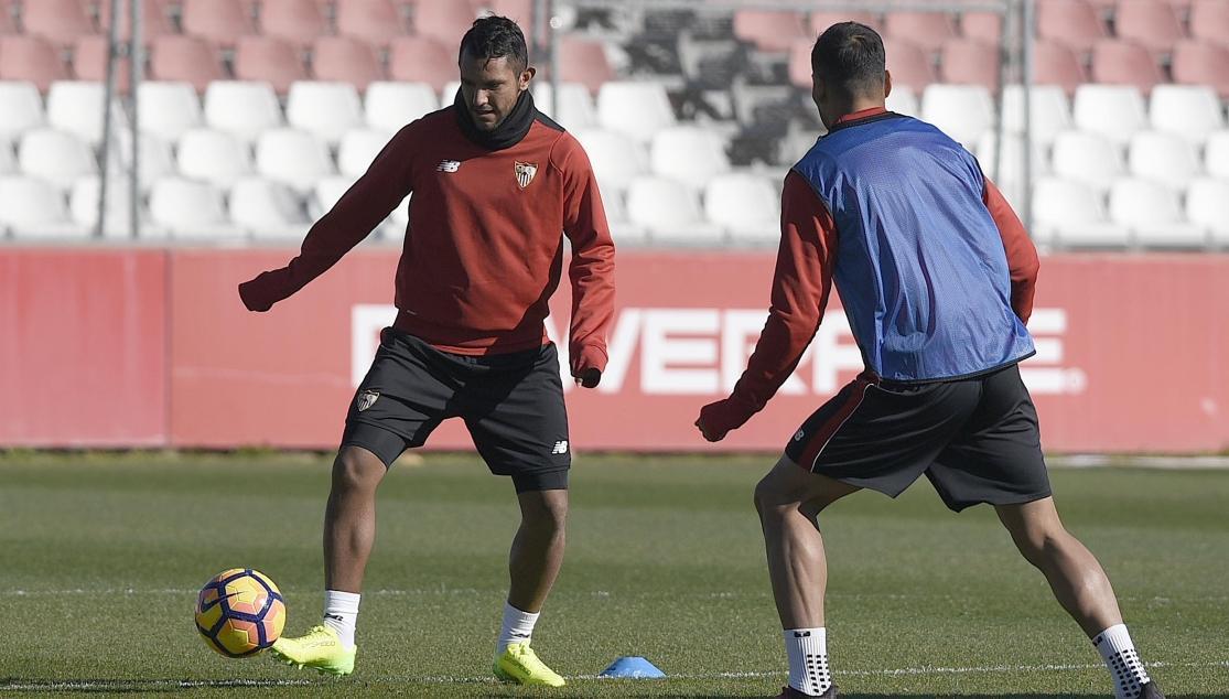 Walter Montoya en un entrenamiento con el Sevilla FC