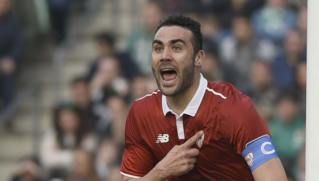 Vicente Iborra, in the Real Betis-Sevilla FC