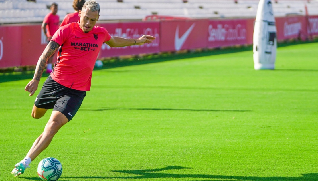 Lucas Ocampos trains with Sevilla FC