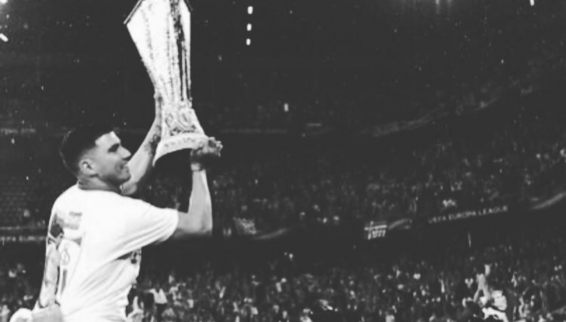Reyes lifts the Europa League trophy in Basel