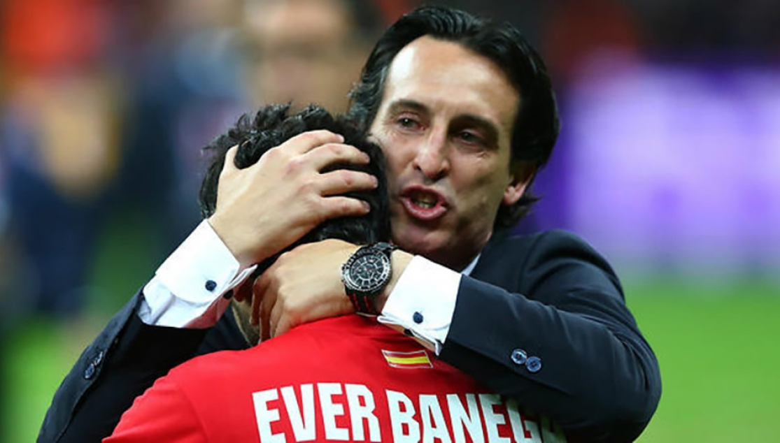 Unai Emery and Éver Banega in a Sevilla FC match