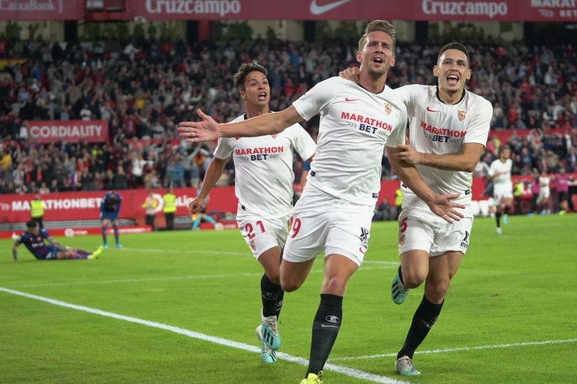 De Jong celebrates his winning goal against Levante UD